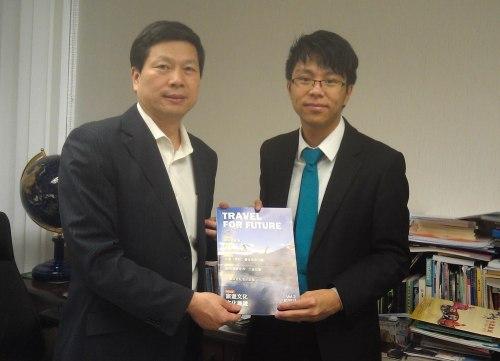 跟台灣觀光協會的王主任見面,商討「打工換宿2013」的計劃,多謝他的支持