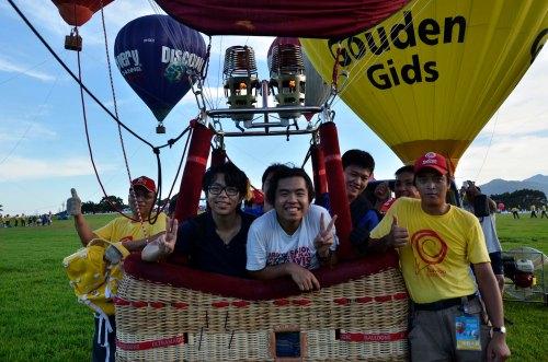 在台東辦「打工換宿2013」,碰巧遇上台東旅遊局處長,率先坐上熱氣球體驗