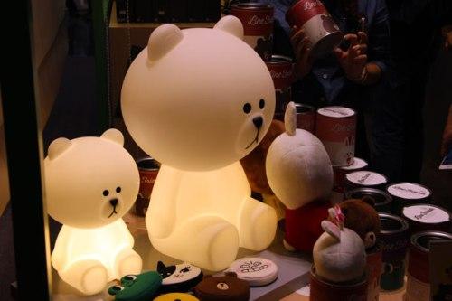 Brown x mr maria 燈,有兩種大小,大的高50cm,小的高35cm,是全球首賣的產品呢!
