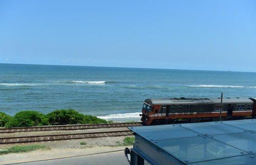 終於來到斯里蘭卡,一邊看海,一邊寫寫這篇隨筆,也是不錯的