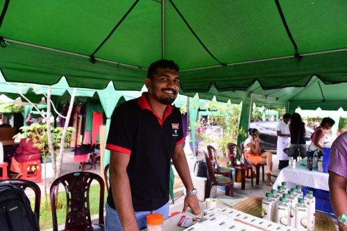 Prom 賣的椰子油採購自一條小村莊,有機天然,明天我有機會親自走到那條村莊看看呢!